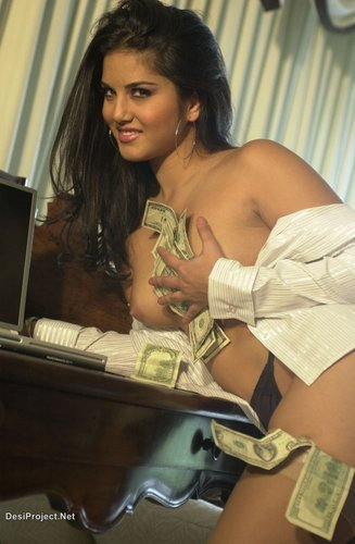 Sunny Leone Without Clothes 4