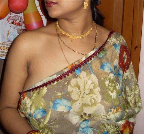Desi Big Boobs Wife In Saree