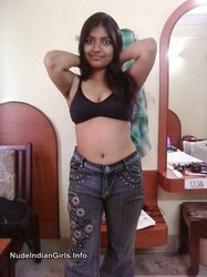 Sexy Mallu College Girl Nude Showing her Boobs & hairy Pussy