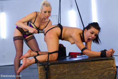 Download Electro Sluts – Lorelei Lee & Juliette March Free
